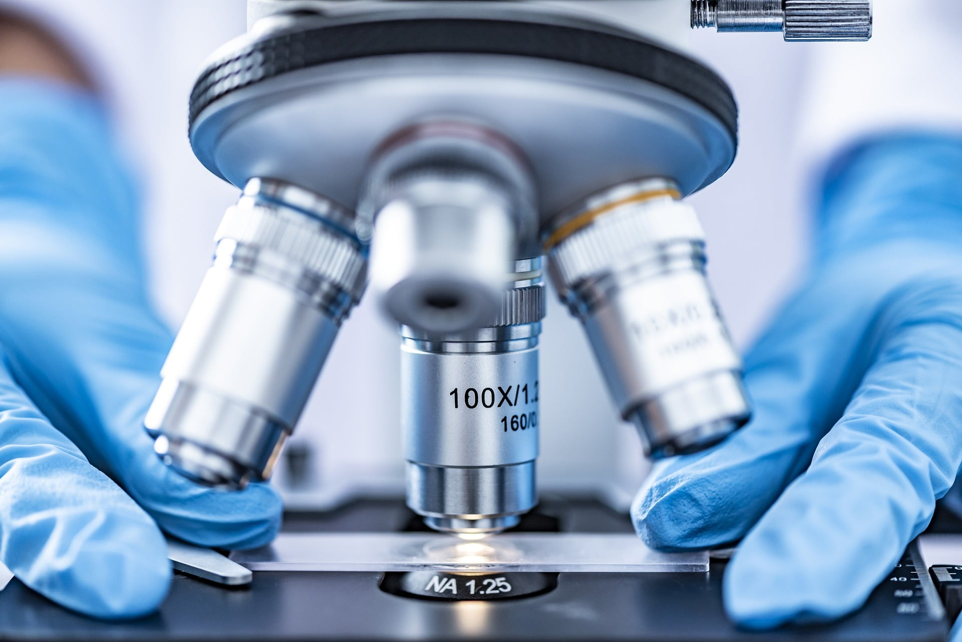 DNA analysis in a lab